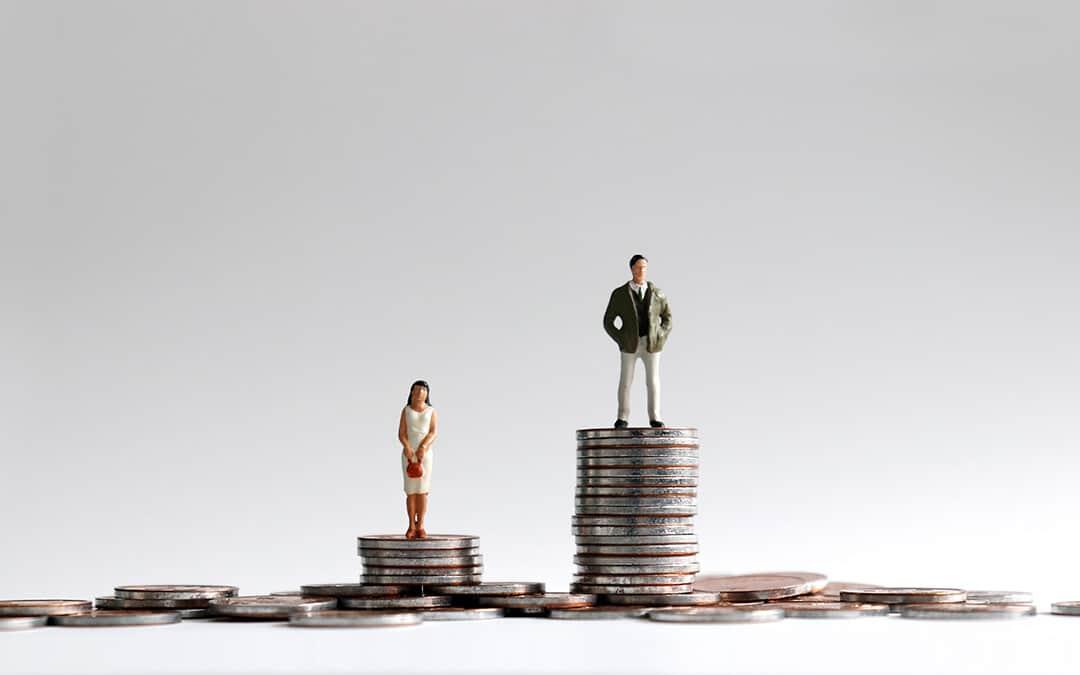 Entgelt-Benachteiligung: Weniger Gehalt als männliche Kollegen